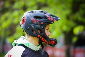 Mountain bike accessories: Helmet