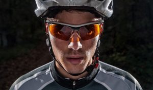 Mountain bike accessories: Protective glasses